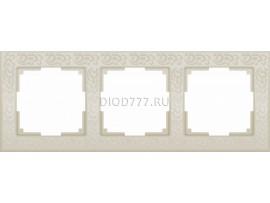 WL05-Frame-03-ivory / Рамка на 3 поста (слоновая кость)